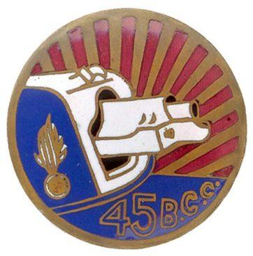 Аверс и реверс знака 45-го батальона моторизованных войск жандармерии.