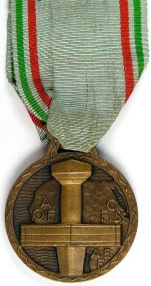 Аверс и реверс медали заслуг Французской Чёрной Африки.
