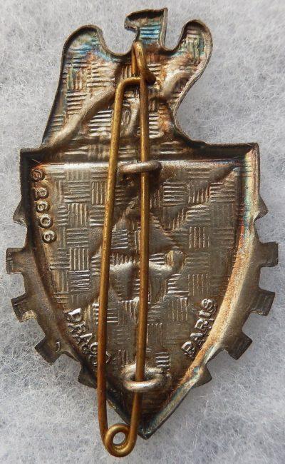 Аверс и реверс знака 1-го полка командования и поддержки.
