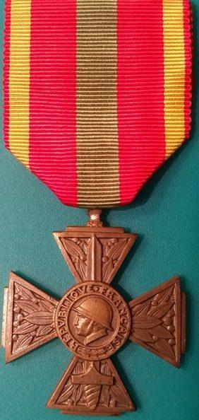 Аверс и реверс Креста добровольцев 1939-1945.