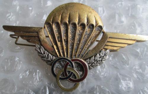 Знак инструктора-парашютиста 3 класса.
