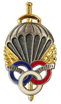 Знак подготовки военного парашютиста.