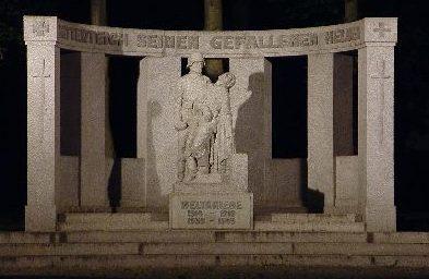 г. Миттертеич. Памятник землякам, погибшим в обеих мировых войнах.