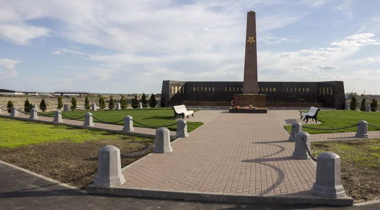 п. Тельмана Тосненского р-на. Мемориал Героев был сооружен в 2015 году в память о павших героях в годы войны.