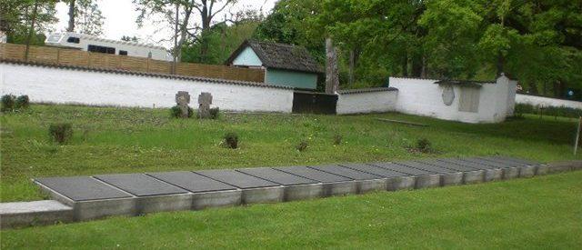 Братские могилы узников лагеря.