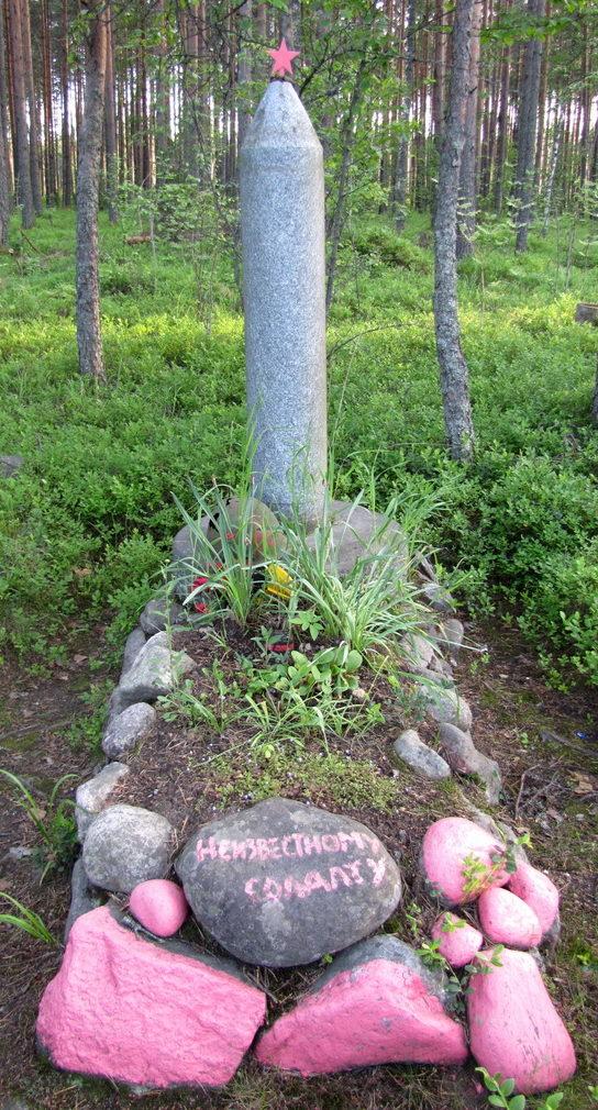п. Лососево Приозерского р-на. Памятник на братской могиле.