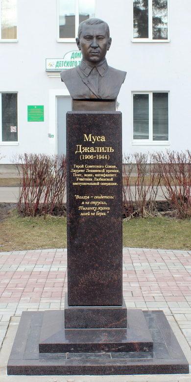 г. Тосно Тосненского р-на. Памятник Герою Советского Союза Мусе Джалилю.