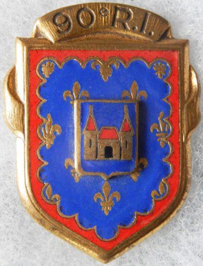 Аверс и реверс знака 90-го пехотного полка.