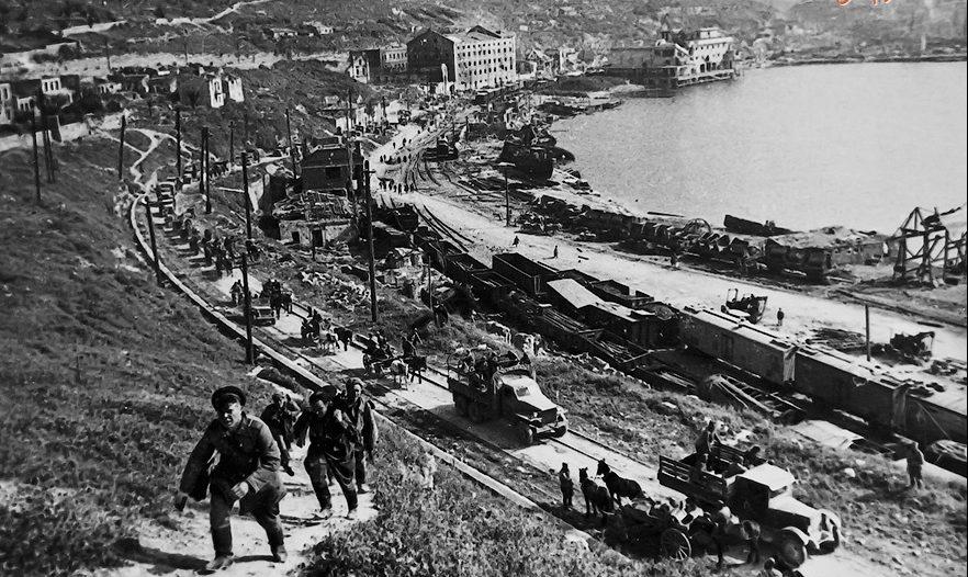 Красная армия входит в город. Май 1944 г.