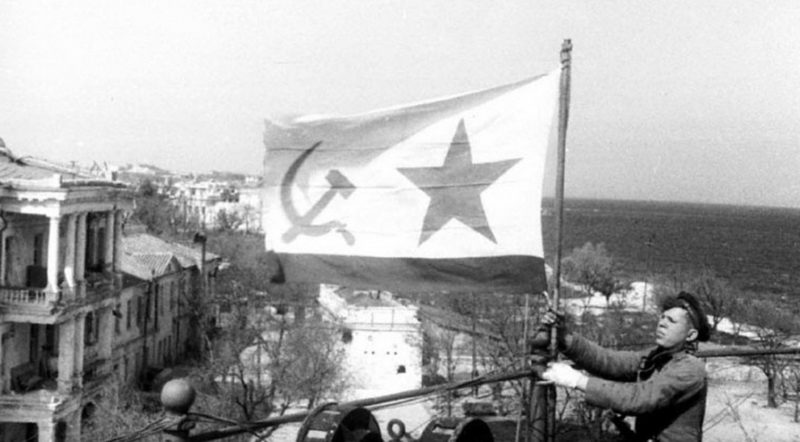 Советские флаги снова в городе. Май 1944 г.