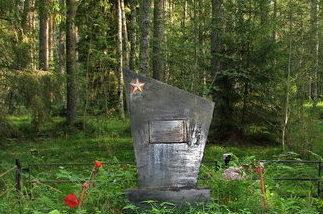 д. Новожилово Приозерского р-на. Памятник на братской могиле.