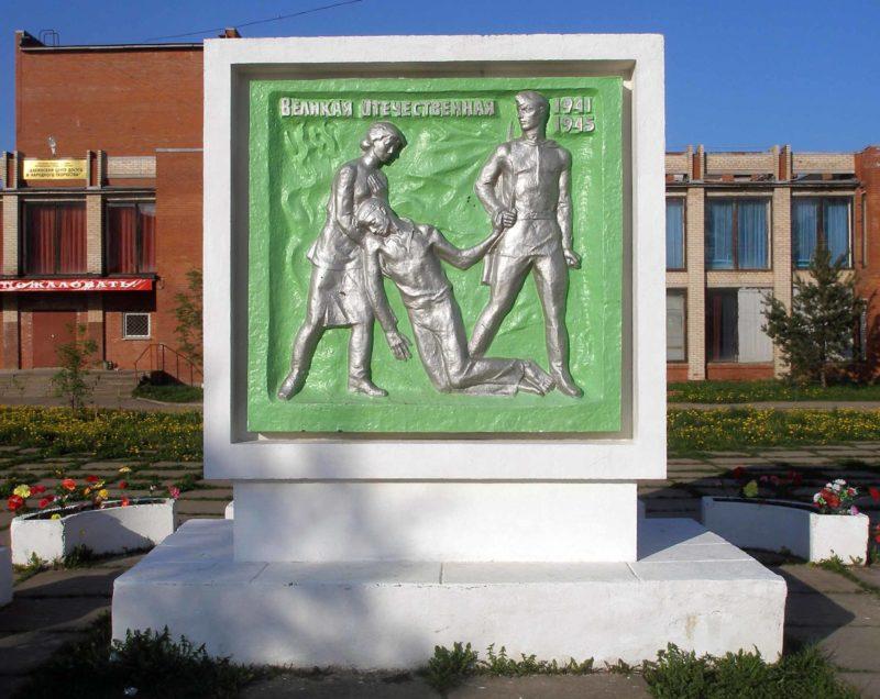 с. Ушаки Тосненского р-на. Памятный знак землякам, погибшим в годы войны.