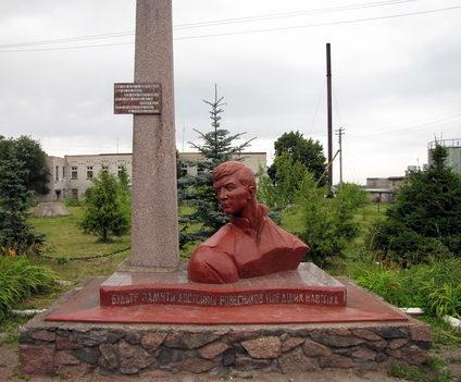 п. Плодовое Приозерского р-на. Памятник погибшим в войне.