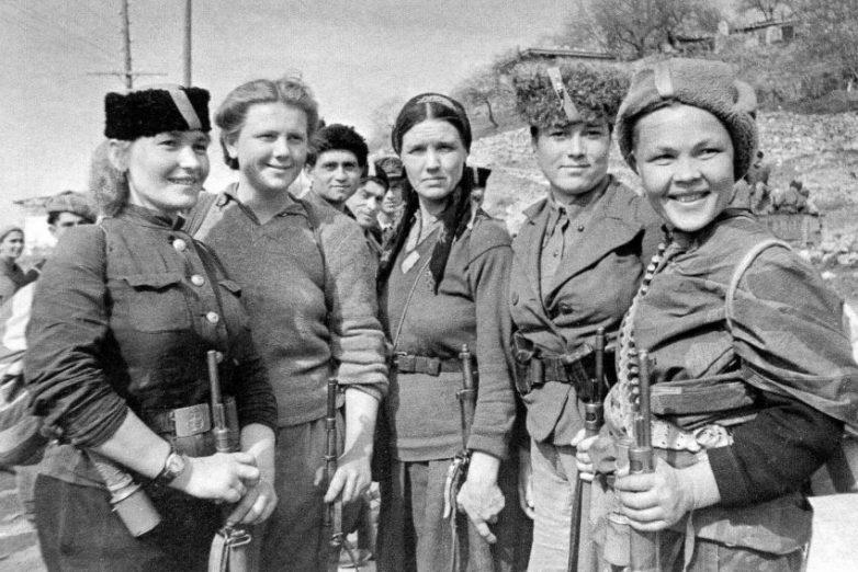 Партизанки, участвовавшие в освобождении города. Май 1944 г.
