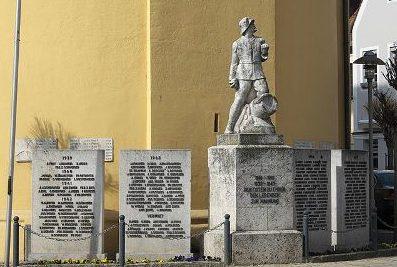 г. Нойштадт-ан-дер-Донау. Памятник землякам, погибшим в обеих мировых войнах.