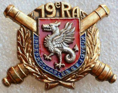 Аверс и реверс знака 19-го артиллерийского полка.