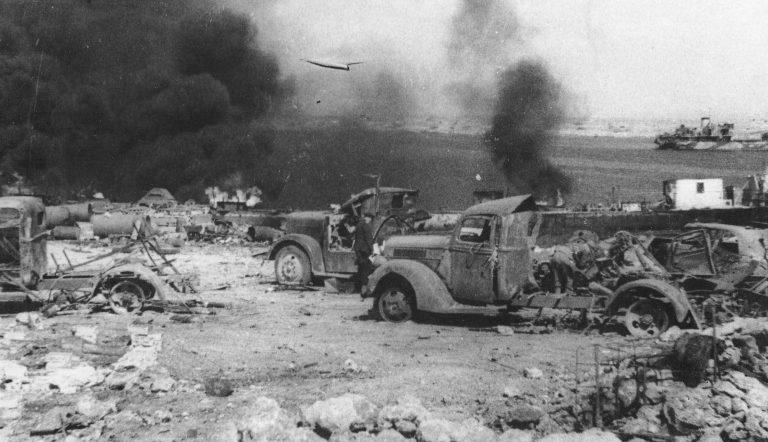 Разбитая немецкая техника на берегу Казачьей бухты. Лето 1944 г.