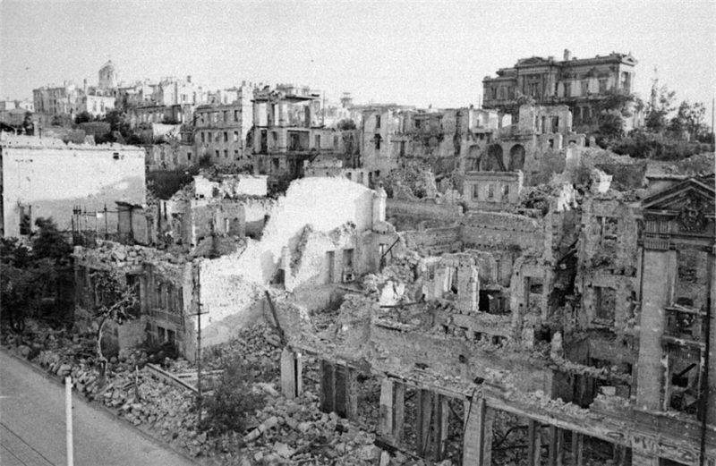 Город в руинах. Большая Морская. 1944 г.