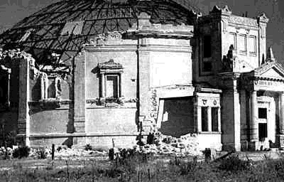 Разрушенное здание панорамы. 1944 г.