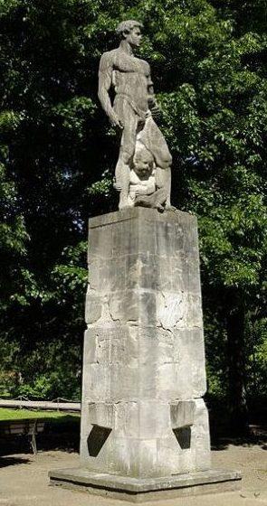 г. Фюрт. Памятник солдатам 8-го пехотного полка, погибшим во время обеих мировых войн.