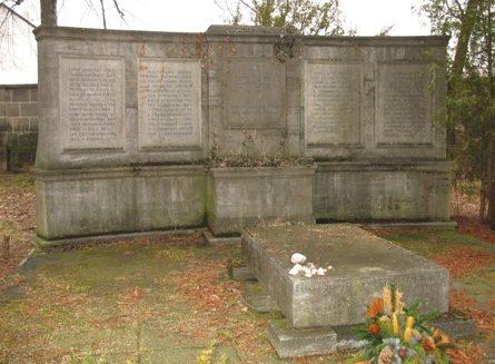 г. Фюрт. Памятник жертвам Холокоста на еврейском кладбище.