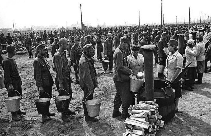 В лагере немецких военнопленных. Весна 1945 г.