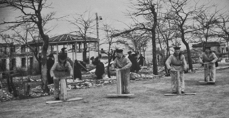 Работы по восстановлению Краснофлотского бульвара. Апрель 1945 г.