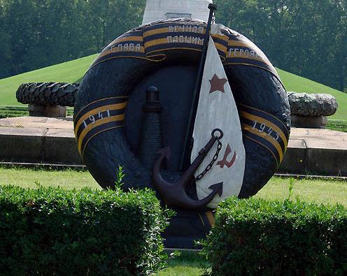 Памятник погибшим морякам.