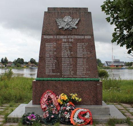д. Скамья Сланцевского р-на. Памятник погибшим землякам.