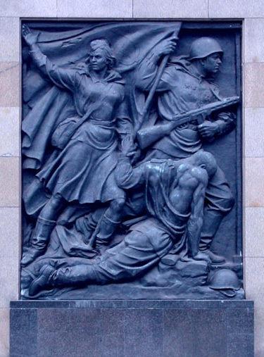 Один из барельефов мемориала.