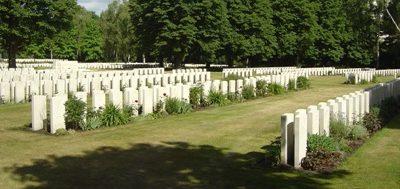 Памятники на могилах.