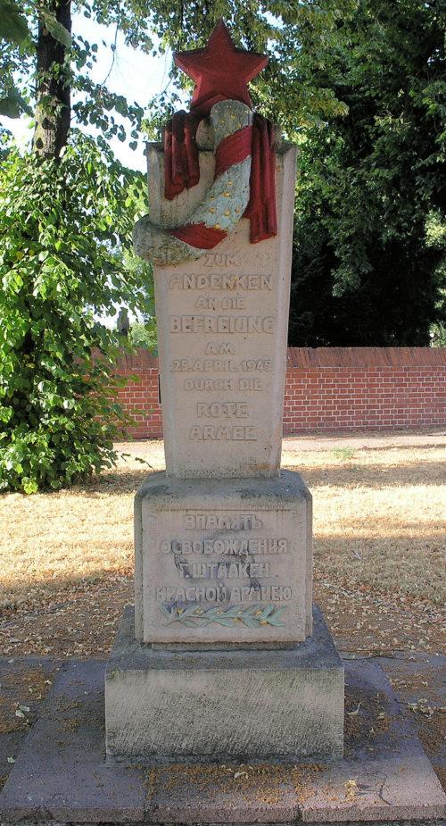 г. Берлин-Штаакен. Памятный знак об освобождении 25 апреля 1945 года Красной Армией.