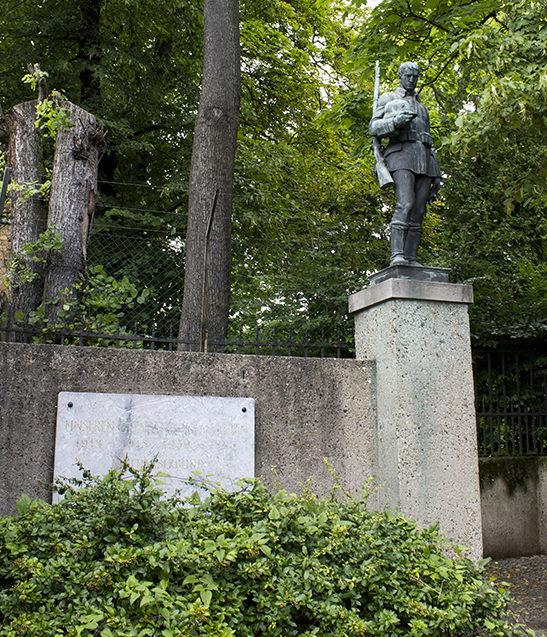 г. Берлин, Шёнеберг. Памятник немецким солдатам, погибшим в обеих мировых войнах.
