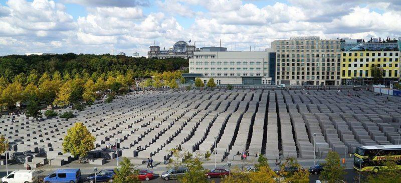 Панорама мемориала убитым евреям Европы.