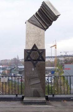 г. Берлин, Сан-Путт-Плицетбрюке. Мемориал Холокоста на месте станции, с которой депортированных евреев, увозили в концлагеря Польши.