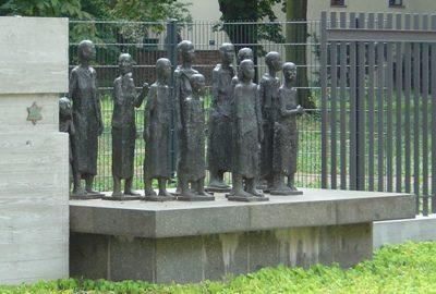г. Берлин. Памятник в школе еврейских мальчиков, где был устроен сборный и транзитный лагерь евреев.