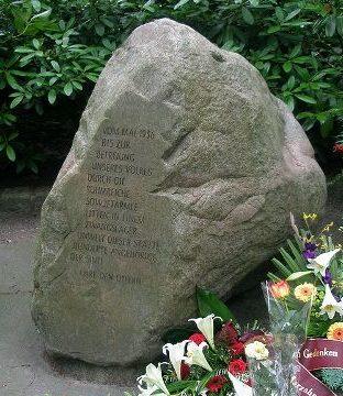 г. Берлин-Марзан. Памятник на месте лагеря 852 интернированных цыган.