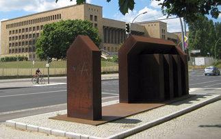 г. Берлин-Темпельхоф. Памятник на месте концентрационного лагеря гестапо «Колумбия», в котором содержалось 400 заключенных.
