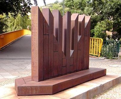 г. Берлин. Памятник членам общинного центра «Addas Jisroel», депортированных в концлагеря.