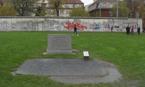 г. Берлин. Памятник жертвам Второй мировой войны на территории мемориала Берлинской стены.