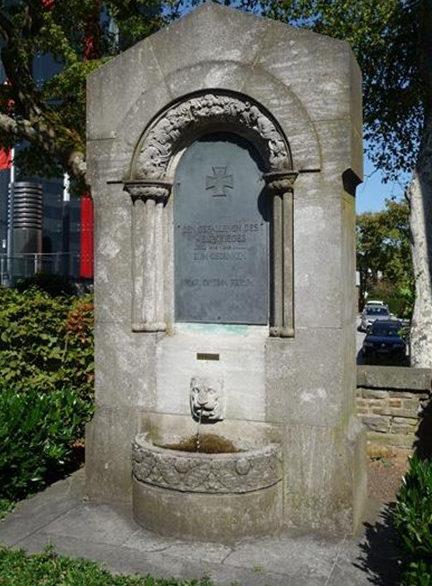 г. Даун. Памятник землякам, погибшим во время Второй мировой войны.