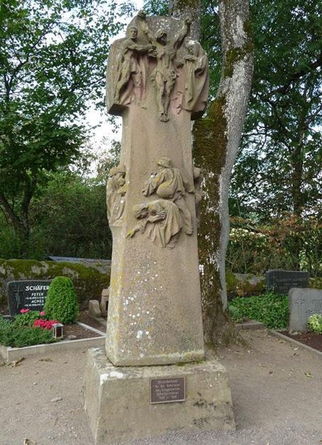 Коммуна Шалькенмерен. Памятник землякам, погибшим во время обеих мировых войн.