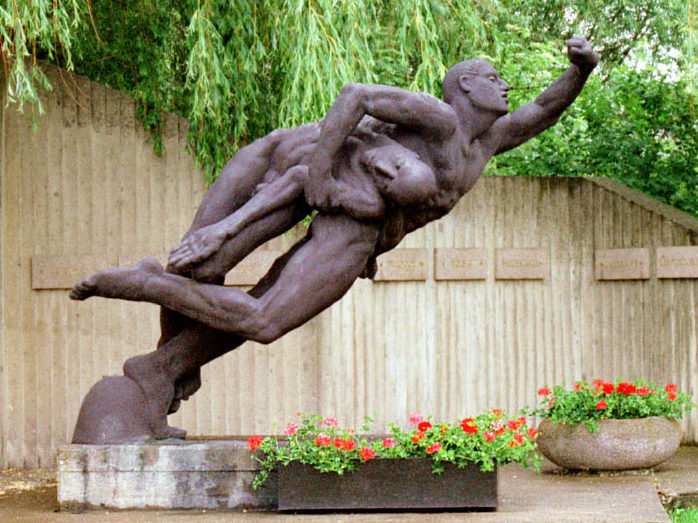 Мемориальная скульптура.