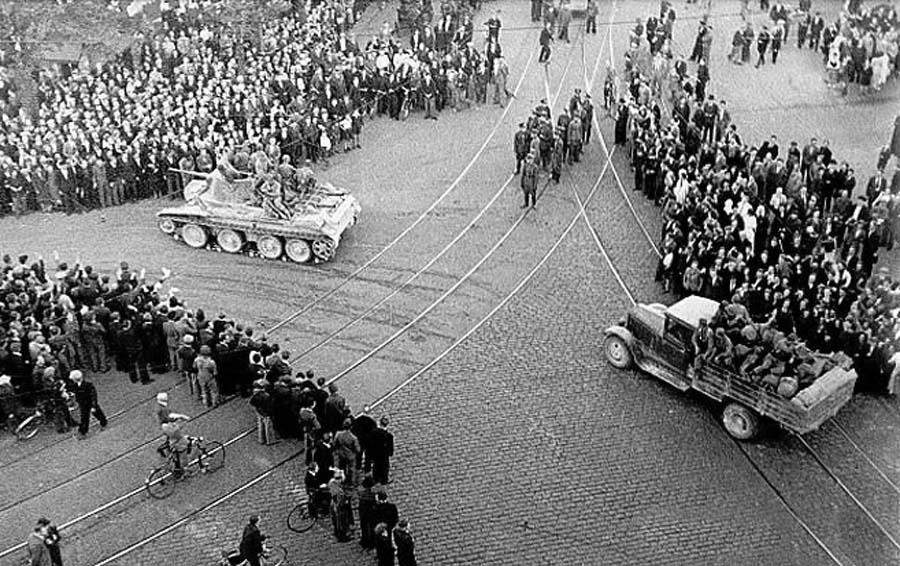 Красная Армия входит в Ригу. Июнь 1940 г.