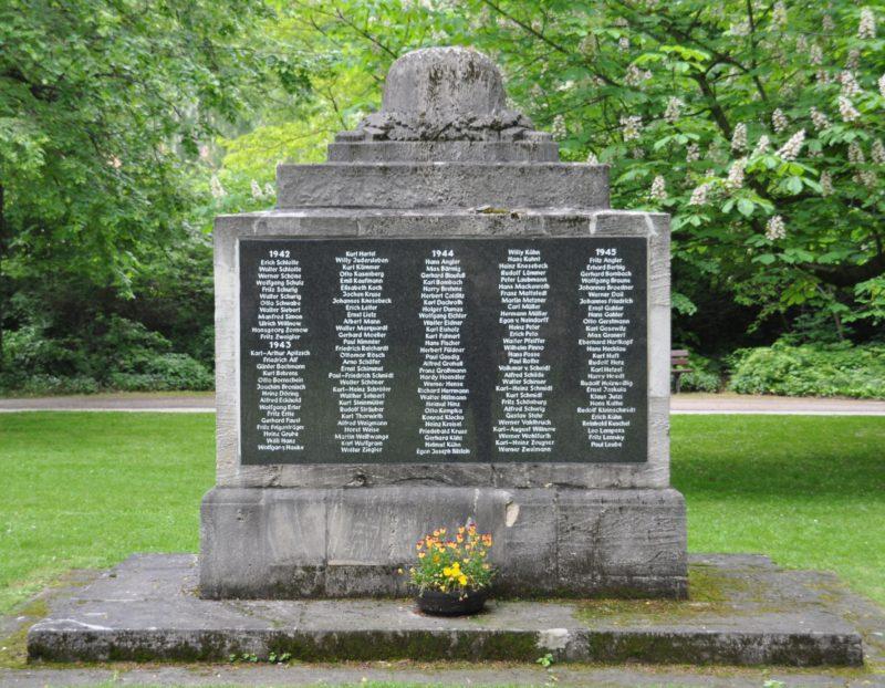 г. Бад-Кёзен. Памятник землякам, погибшим в годы обеих мировых войн.