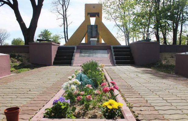 д. Галки Брагинского р-на. Воинский мемориал в честь 16-й гвардейской (112-й башкирской) кавалерийской дивизии.
