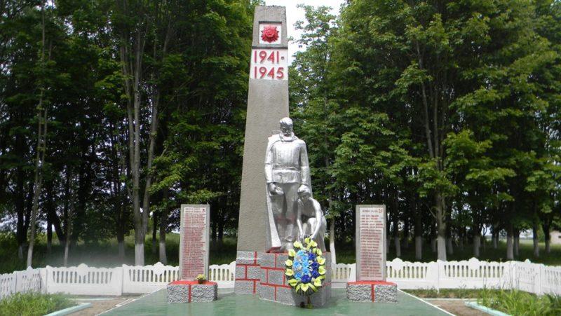 д. Гольни Берестовицкого р-на. Памятник землякам, погибшим в годы войны.