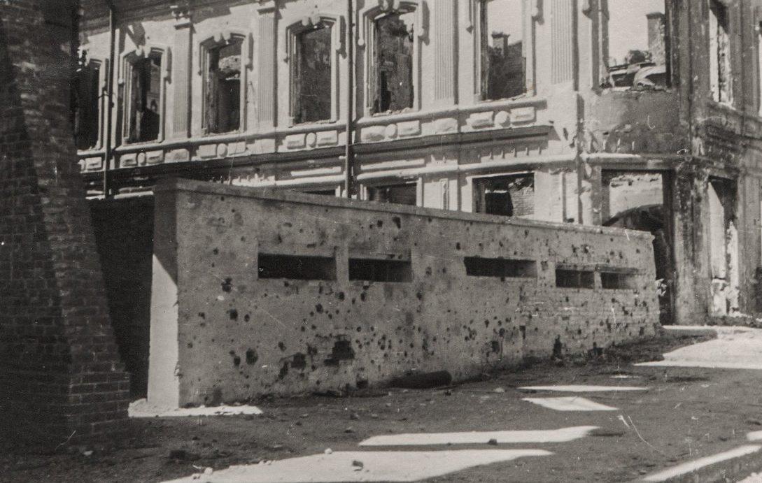 ДОТ на пересечение Буденновского проспекта и улицы Станиславского. Ноябрь 1941 г.