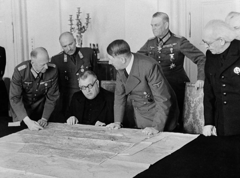 Президент Словацкой Республики Йозеф Тисо и Гитлер. 1939 г.