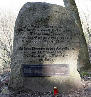 г. Бенсхайм. Памятник 12 заключенным, убитых в гестапо 24 марта 1945 года.